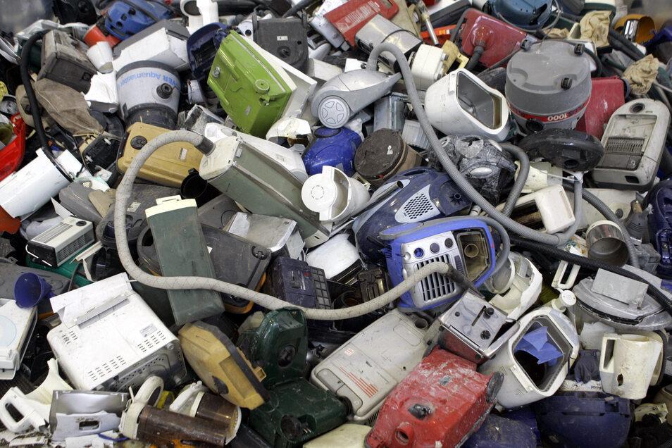 Nicht jedes Elektrogerät muss gleich in den Schrott, wenn es nicht mehr funktioniert. Im Nieskyer Kinder- und Familienzentrum will man in diesem Jahr kleine Defekte selbst reparieren. Dazu werden Fachleute gesucht.
