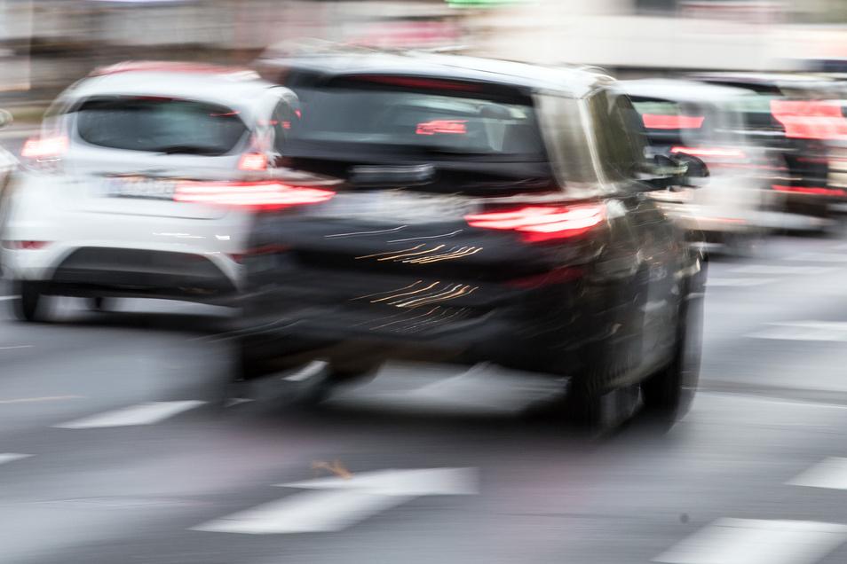 Obwohl die Zahl der Einwohner in der Region Döbeln kontinuierlich schrumpft, bleibt die Menge der zugelassenen Autos nicht nur etwa gleich, sie nimmt teils sogar wieder zu.