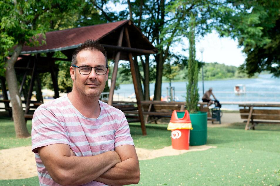 Matthias Schneider, Inhaber der Ocean Beach Bar, will am Bautzener Stausee ein zweites Lokal errichten. Doch eine geschützte Tierart macht ihm einen Strich durch die Rechnung.