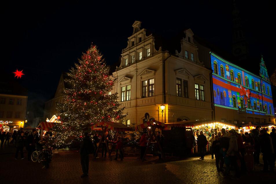 Jedes Jahr ein Hingucker: Der Weihnachtsbaum auf dem Canalettomarkt.