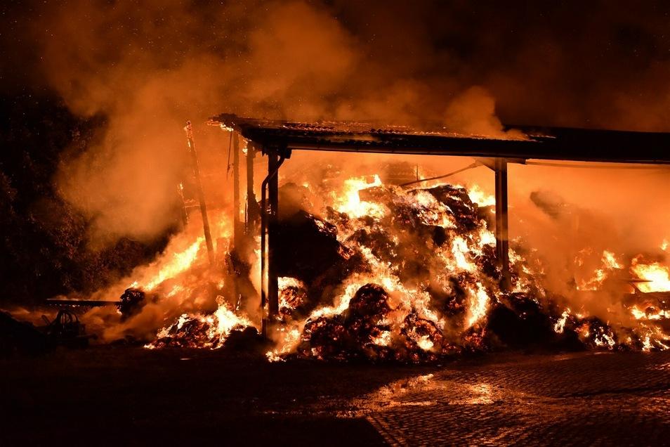 Das Stroh brannte lichterloh.