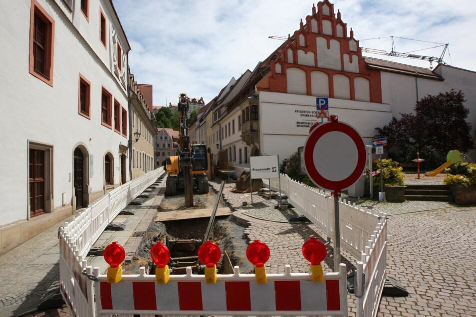Baustelle auf der Pirnaer Schlossstraße: Neue Mischwasserkanäle kommen in die Erde.