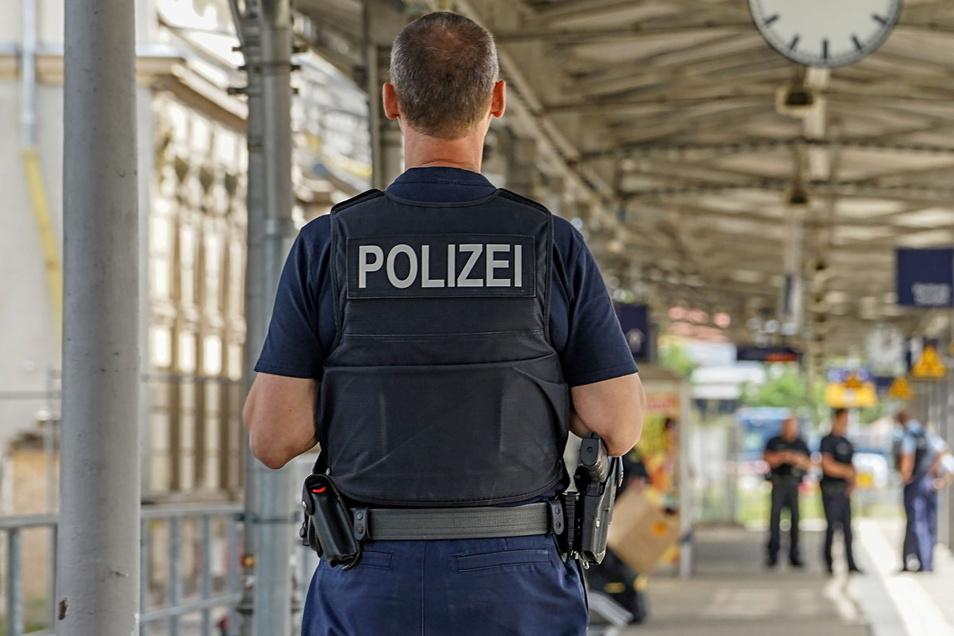 Am Bautzener Bahnhof haben Bundespolizisten am Mittwoch einen Jungen, der in Meißen ausgebüxt war, aus einem Zug geholt.