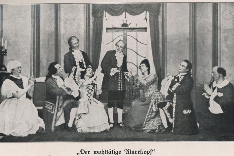 Maximus Renè (2.v.r.) und seine Frau Franziska (3.v.r.) mit anderen Darstellern der Landesbühne. So waren sie auch im Elbland bei Theatervorstellungen in den 1920er, 30er Jahren zur erleben.