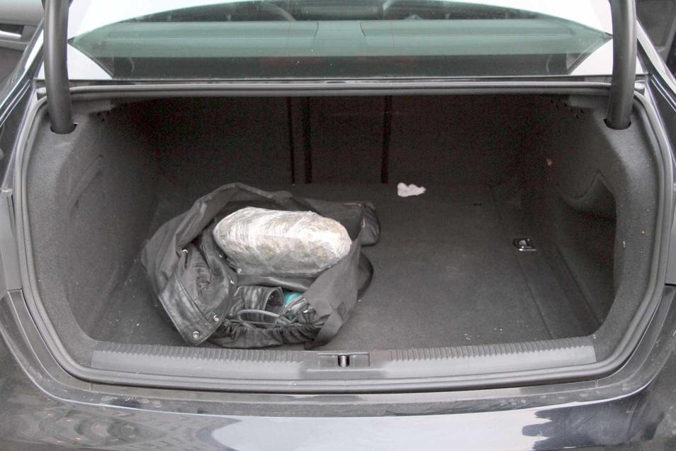 Kofferraum des mutmaßlichen Drogenverkäufers.