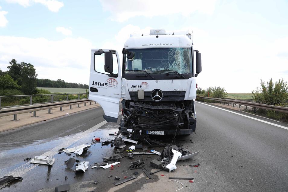 Auf der A4 bei Ottendorf stießen zwei Lkw zusammen. Die Folge warn ein kilometerlanger Stau.
