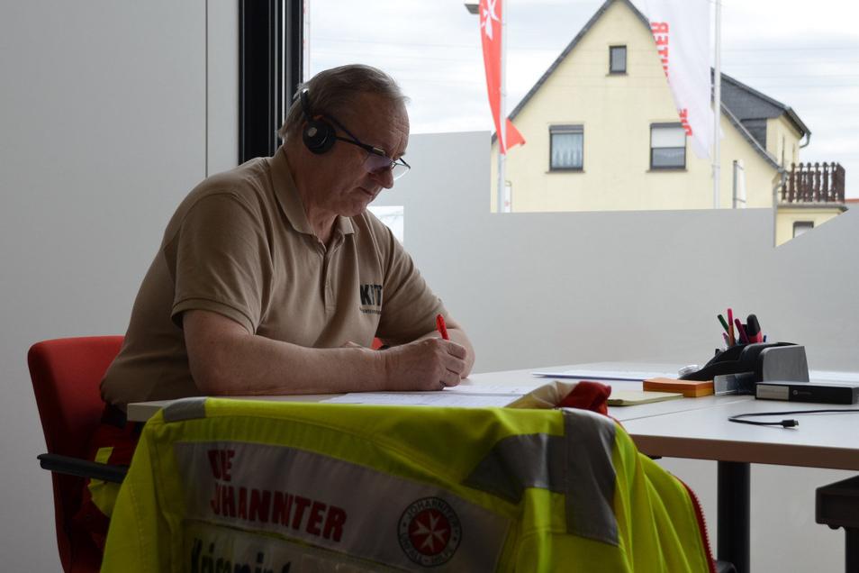 Thomas Raben ist einer der Helfer, die ab Montag am Krisentelefon der Johanniter sitzen.