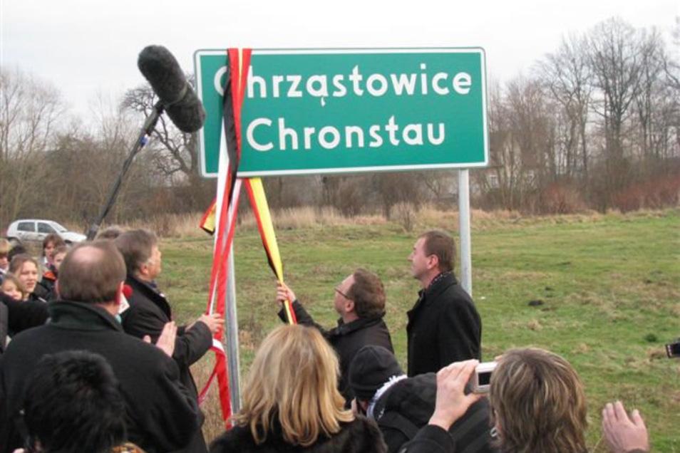 Chronstau, polnisch Chrzastowice, ist eine der wenigen Gemeinden in Polen, die zweisprachige Ortseingangsschilder haben.