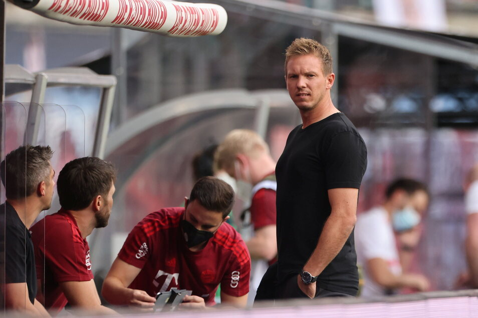 Begrüßt mit einem Pfeifkonzert: Bayern-Trainer Julian Nagelsmann bei der seiner Rückkehr nach Leipzig.
