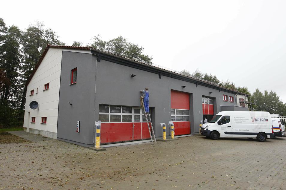 Das neue Gerätehaus der Elstraer Feuerwehr am Stadtring ist fast fertig. Die Kameraden ziehen voraussichtlich Ende November ein.