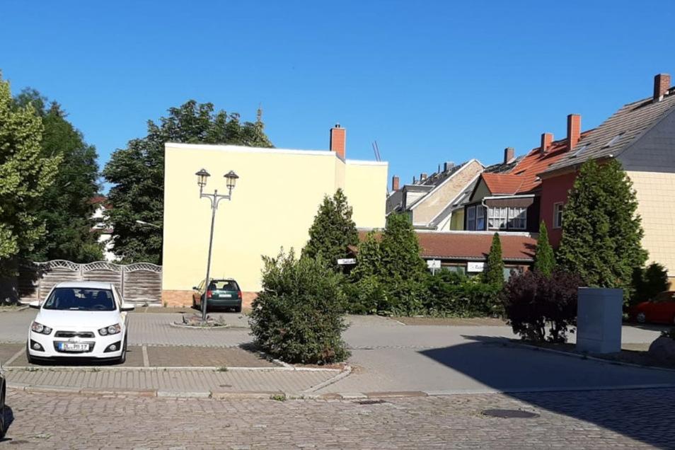 Am Parkplatz am Brückenplatz in Roßwein können Autofahrer jetzt unbegrenzt lange parken. Aber nur vorübergehend.