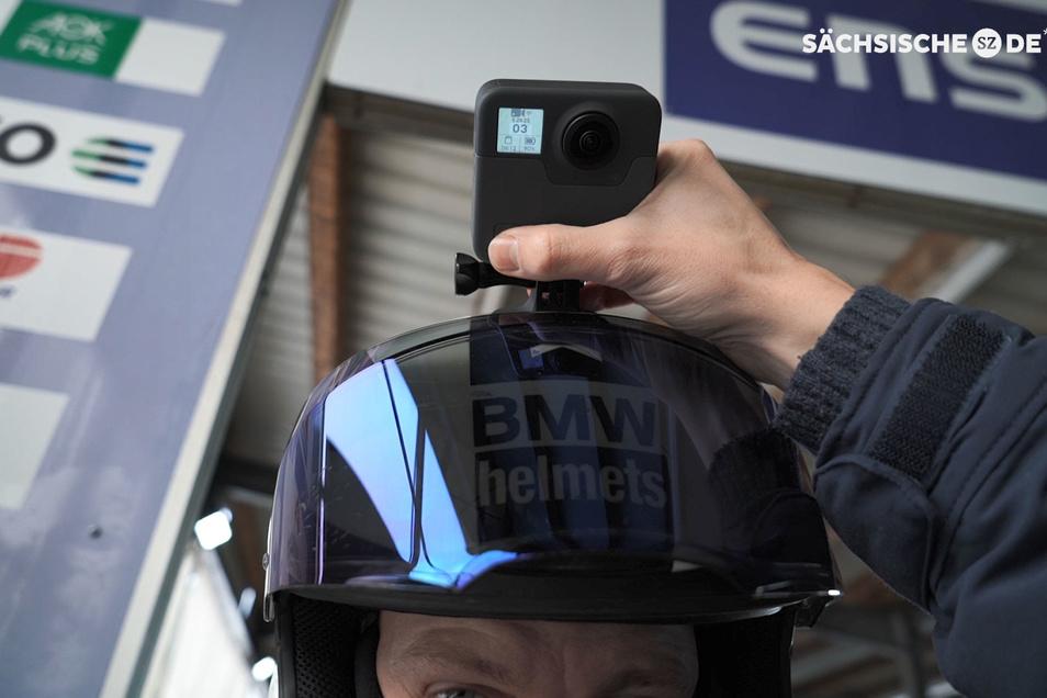 Vorne ein Objektiv und hinten auch eins. So gelingt der Rundumblick im Altenberger Eiskanal. Francesco Friedrich trägt unsere Kamera auf dem Helm.