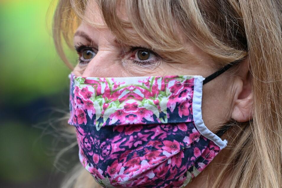 Sachsens Gesundheitsministerin Petra Köpping sieht keine Notwendigkeit, eine FFP2-Maskenpflicht im Nahverkehr oder beim Einkaufen einzuführen.