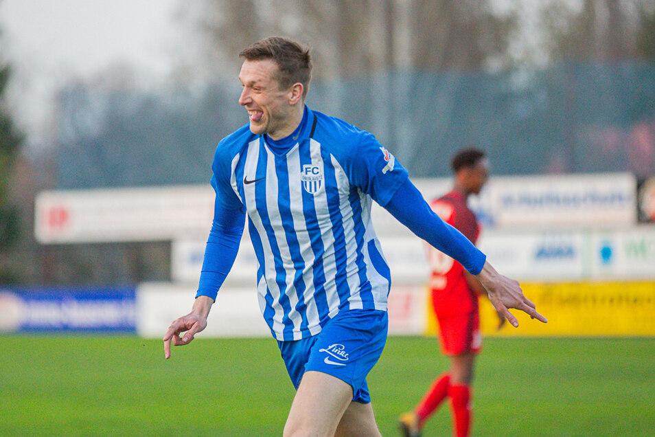 Der 1,91 Meter große Mittelstürmer Josef Marek geht in seine vierte Saison beim FC 0berlausitz, für den er in der Regionalliga in bislang 68 Spielen 24 Tore schoss.