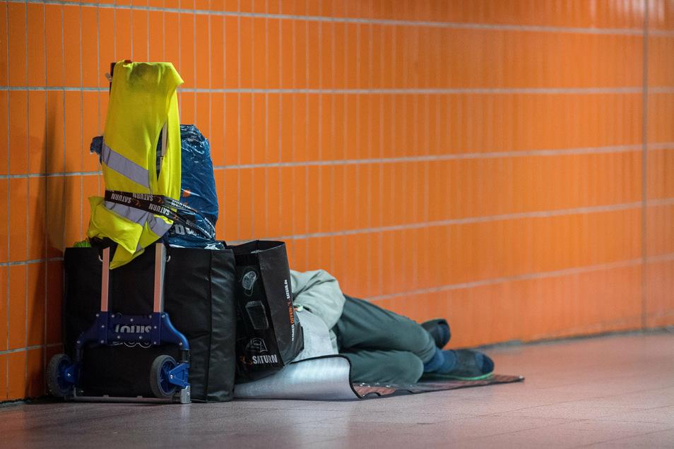 Die Menschen sollen eine Chance bekommen und nicht mehr im Freien oder in Unterführungen schlafen müssen.