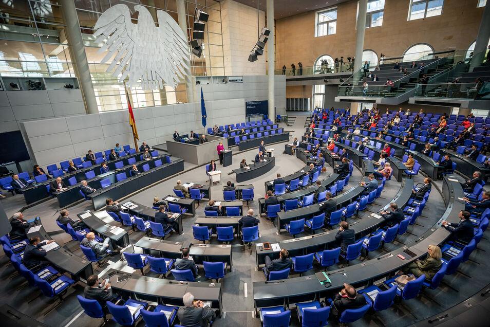 Bundeskanzlerin Angela Merkel hält in der Plenarsitzung des Deutschen Bundestages eine Regierungserklärung zur Bewältigung der Covid-19-Pandemie.