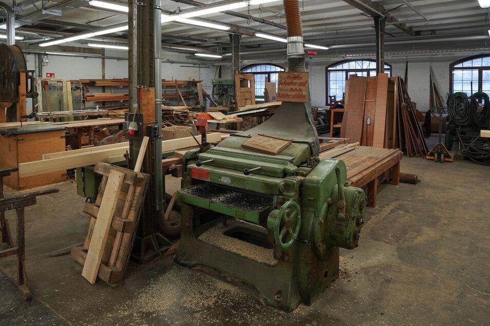 Auch die Holzwerkstatt der Werft bleibt.