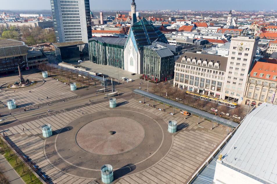 Der Mann, der jetzt identifiziert wurde, wurde im August 2019 auf dem Augustusplatz in Leipzig entdeckt. Er hatte einen Krampfanfall erlitten.