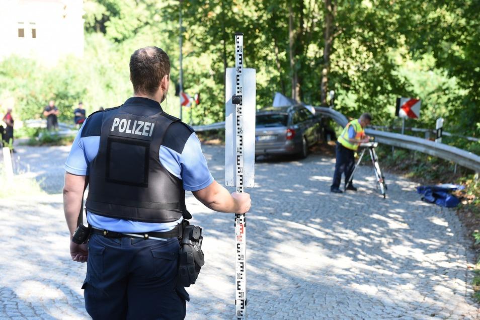 Der Unfalldienst der Polizeidirektion Chemnitz hat vor Ort die Ermittlungen aufgenommen.