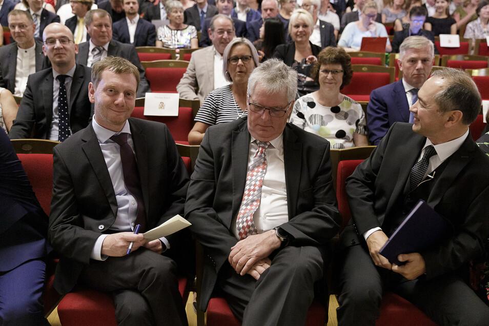 Zu den prominenten Gästen zählten Sachsen Ministerpräsident Michael Kretschmer (links) und Landrat Bernd Lange (Mitte). In der zweiten Reihe hatten die Ostritzer Bürgermeisterin Marion Prange (hinter Bernd Lange) und daneben die Bürgermeisterin von Neißeaue, Evelin Bergmann Platz genommen.