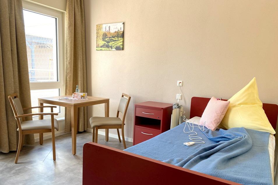 """Ein Blick in eines der 22 Einzelzimmer der Kurzzeitpflege im """"Haus Rose"""" im Kaufpark in Mittelherwigsdorf."""
