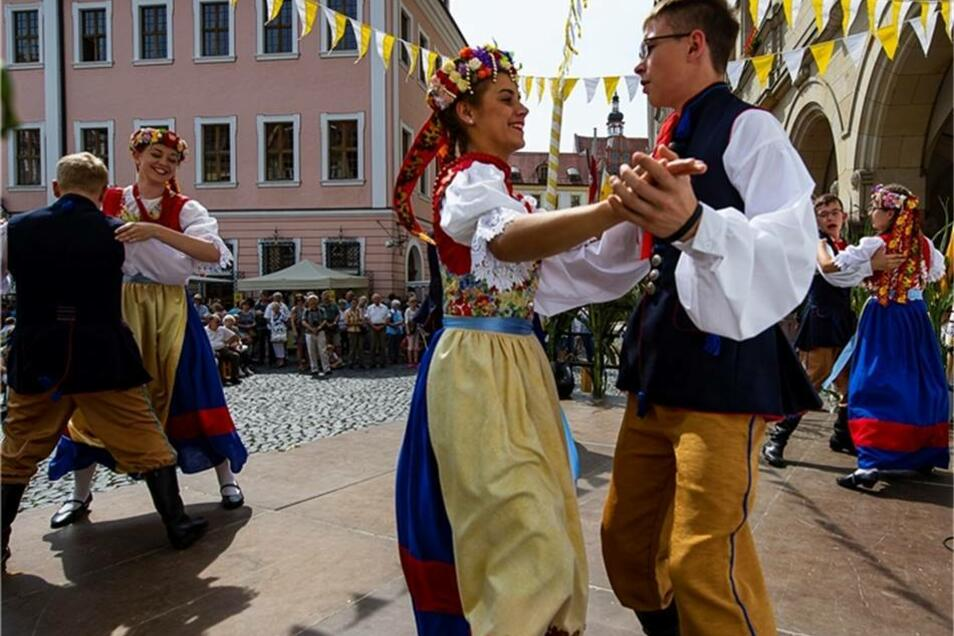 Für zusätzliche Abwechslung sorgte die Trachtengruppe Silesia aus dem oberschlesischen Rozmierka. Mit flokloristischen Tänzen auf der Bühne begeisterten sie die Zuschauer.