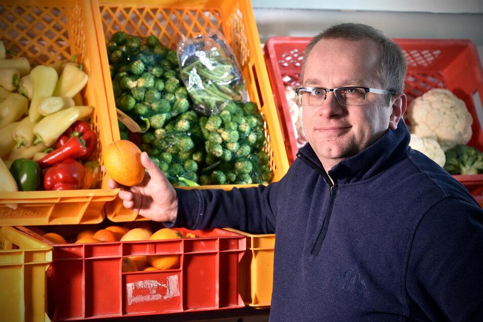 Chef Frank Grübe sorgt sich, ob die Oberlausitzer Tafel in den nächsten Wochen genügend Waren für Bedürftige anbieten kann.