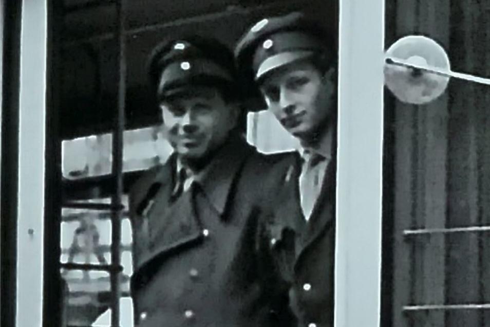 Eberhard Flaschel (r.) wurde als einer der ersten Fahrer von Fahrlehrer Haupt ausgebildet.