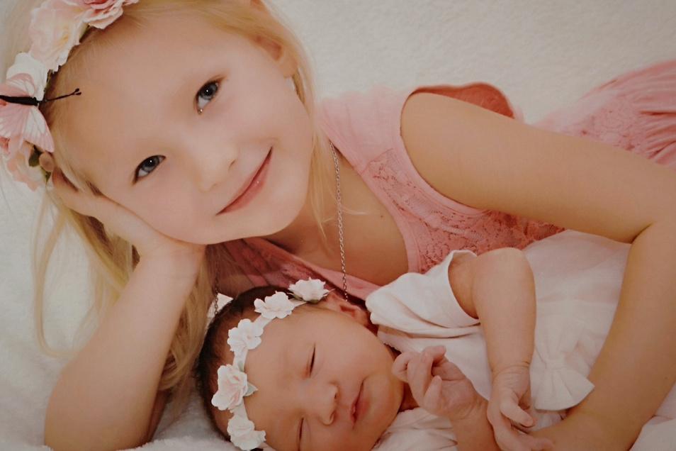 Lynn Elina mit Schwester Maya Jolie, geboren am 17. Juli, Geburtsort: Kamenz, Gewicht: 3490 Gramm, Größe: 51 Zentimeter, Eltern: Jennifer und Tom Schneider, Wohnort: Kamenz