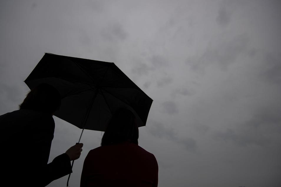 Jetzt kommt Regen, sagen die Wetterdienste. Und er bleibt eine Weile.