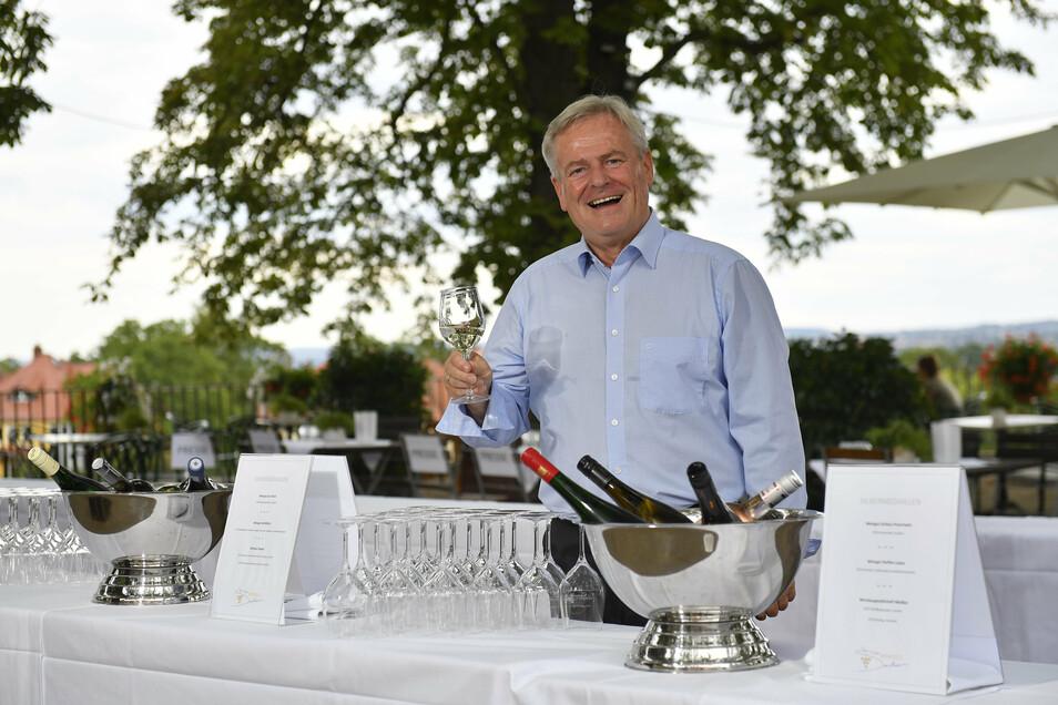 """""""Harte Arbeit"""": Frank Neupold, der neue Chef des Weinbauverbands Sachsen, am Donnerstagnachmittag bei der Weinverkostung in Dresden."""