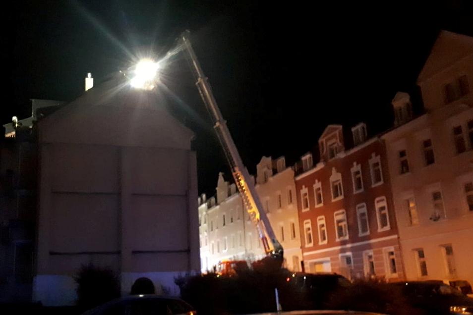 Mehrere Feuerwehren wurden in der Nacht zu Mittwoch an die Breitscheidstraße in Waldheim gerufen.