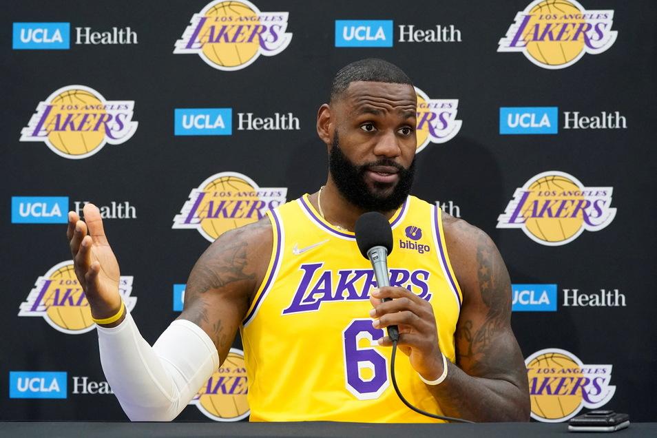 LeBron James von den Los Angeles Lakers hat sich nun doch gegen das Coronavirus impfen lassen.
