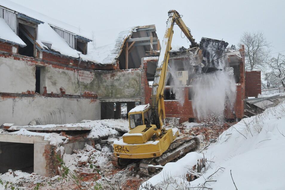 So hat es im November 2010 gestaubt, als die Gemeinde Höckendorf den alten Gasthof in Beerwalde abreißen ließ. Jetzt ist die Aktion noch zu einem guten Geschäft geworden.