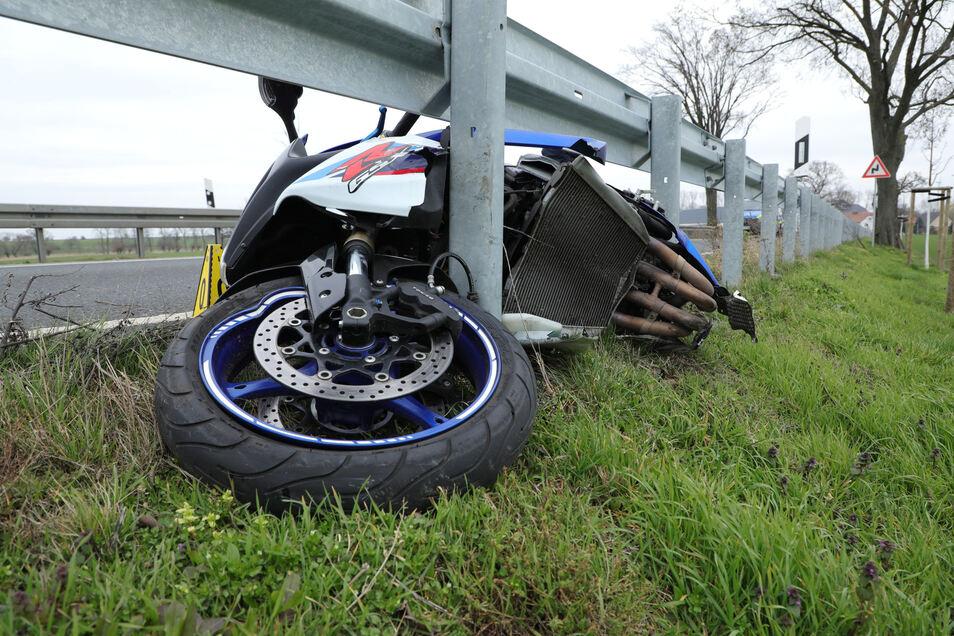Das passierte im März dieses Jahres. Ein tödlicher Motorradunfall auf der B 6 bei Klappendorf. Beim Überholen in einer Rechtskurve verlor der 27-jährige Fahrer die Kontrolle über seine Maschine. Er starb am Unfallort.