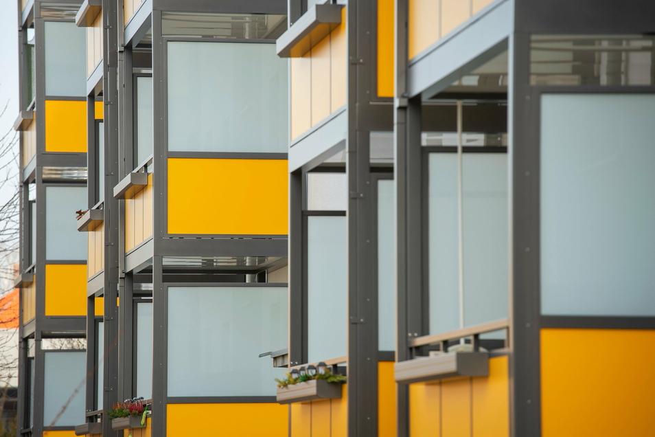 Drei Wohnblöcke in Copitz haben neue Balkone erhalten.