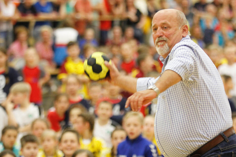 Veranstaltungen wie das Handballduell Klein gegen Groß beim KommWohnenCup mit dem Görlitzer Ex-Oberbürgermeister Siegfried Deinege finden derzeit nicht statt. Auch gemeinsames Trainieren ist momentan unmöglich.