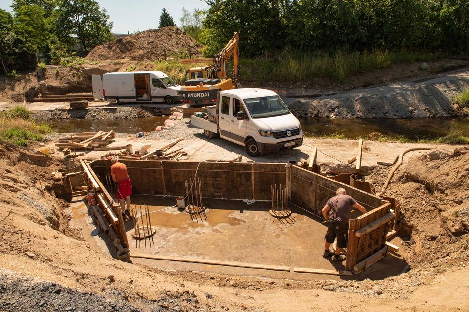 Seit Wochenbeginn wird am Brückenneubau am Röderneugraben wieder gearbeitet.