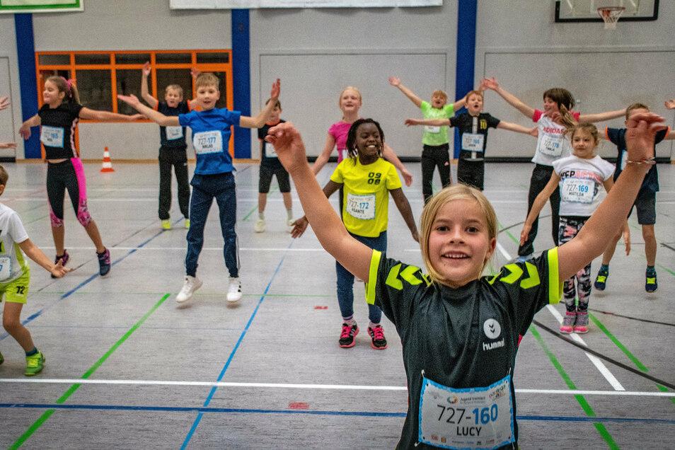 """Die Mädchen und Jungen der Grundschule Waldheim haben sich am bundesweiten Aktionstag """"Jugend trainiert - gemeinsam bewegen"""" beteiligt."""