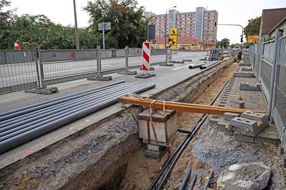 Anlass für die Vollsperrung der Berliner Straße sind Kabel, die neu verlegt werden müssen.