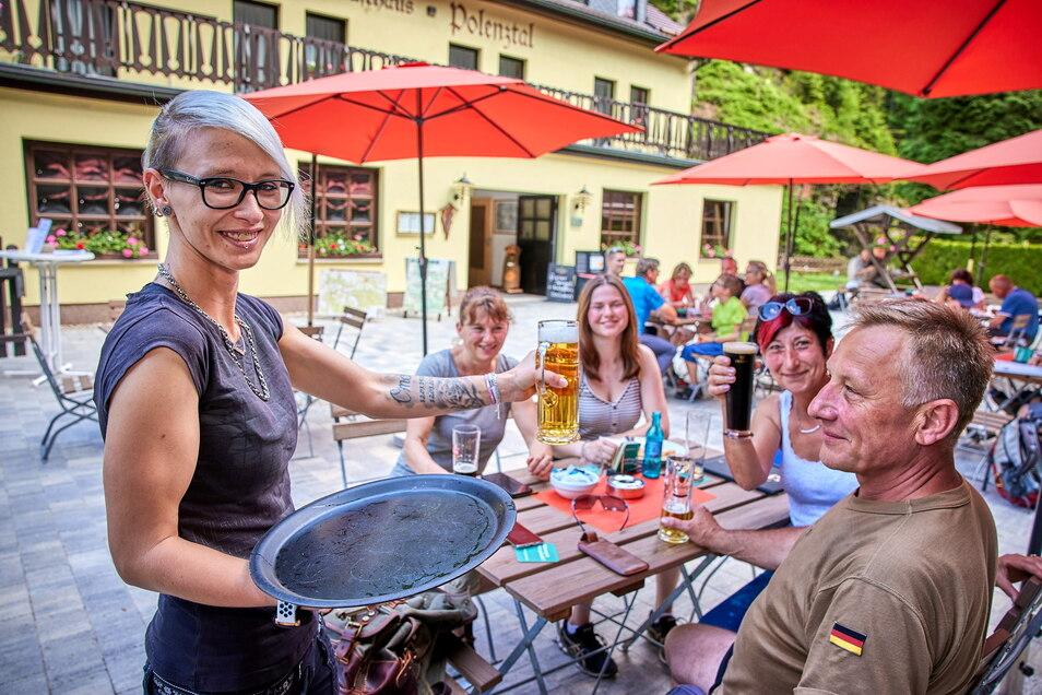 Endlich wieder ein Bierchen und leckeres Essen in den Gaststätten genießen, wie hier im Gasthaus Zum Polenztal in Hohnstein.