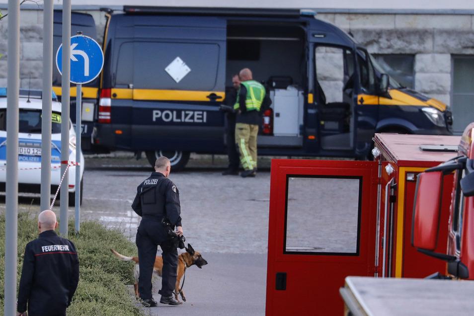 Polizeieinsatz mit Spürhund an der Staufenbergallee