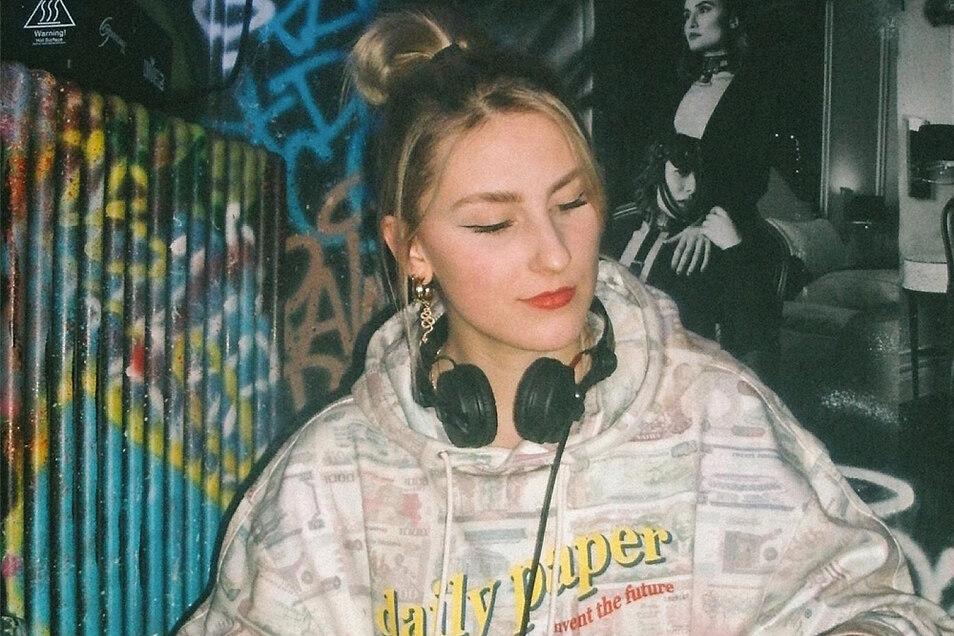 Als Kim She legt Kim Pyritz auf. Sie stammt aus Hoyerswerda, aber hat nun ihr Zuhause in Berlin gefunden. Auch aufgrund der Club- und Musikszene.