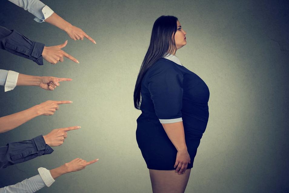 Doppelte Last: Übergewichtige Menschen erfahren oft Ablehnung.