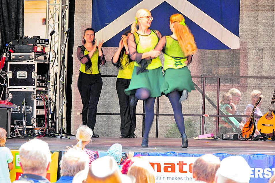 Die Tanzperlen des Zschopautales bringen Irish Dance auf die Bühne im Kloster Buch.