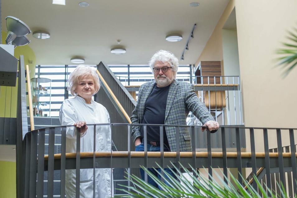 Der ärztliche Geschäftsführer Dr. Peter Tzschoppe ist froh, dass alle im MVZ am Martinshof praktizierenden Disziplinen gut mit Ärzten ausgestattet sind. Eine davon ist Hautärztin Ewa Krasicka-Rhode.
