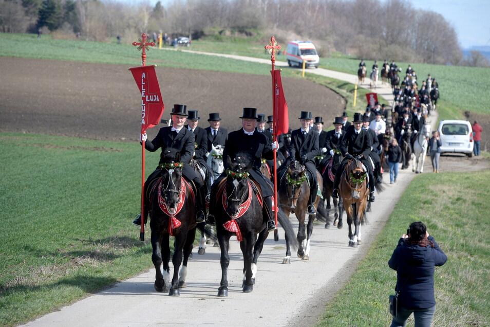 Unter strengen Auflagen und der Verschwiegenheit über den Zeitpunkt der Prozession fand auch in diesem Jahr das Osterreiten in Ostritz statt.
