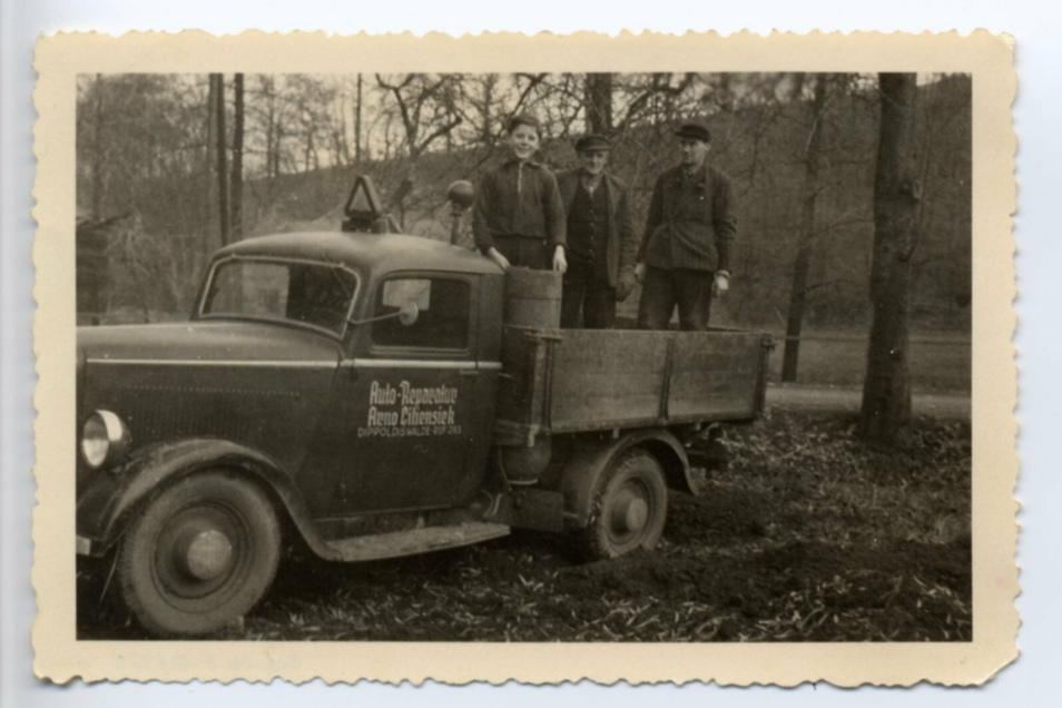 Ein Foto aus den Anfangstagen der Firma als Kfz-Werkstatt,