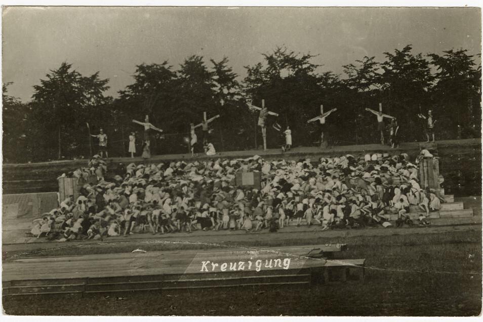 Die Geschlossenheit der Masse hatte 1920 symbolische Wirkung bei den Arbeiter-Festspielen.