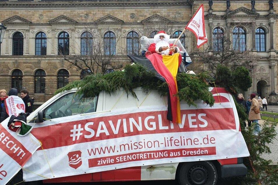 Zu den Pegida-Gegnern gehören heute u.a. Mission Lifeline (Foto) und die Treberhilfe Dresden.